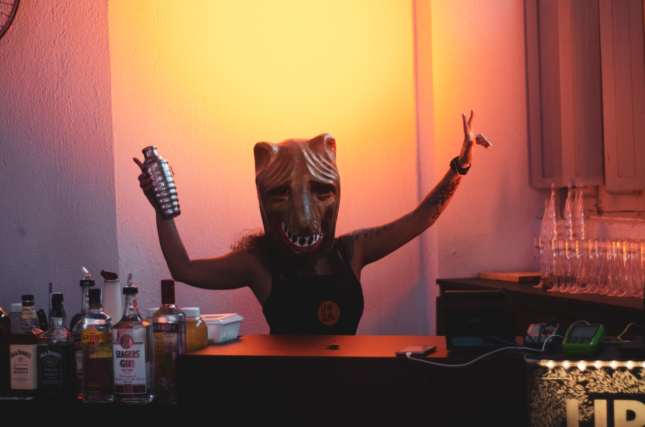 a masked person wearing a mask/Cool Bar Gadgets