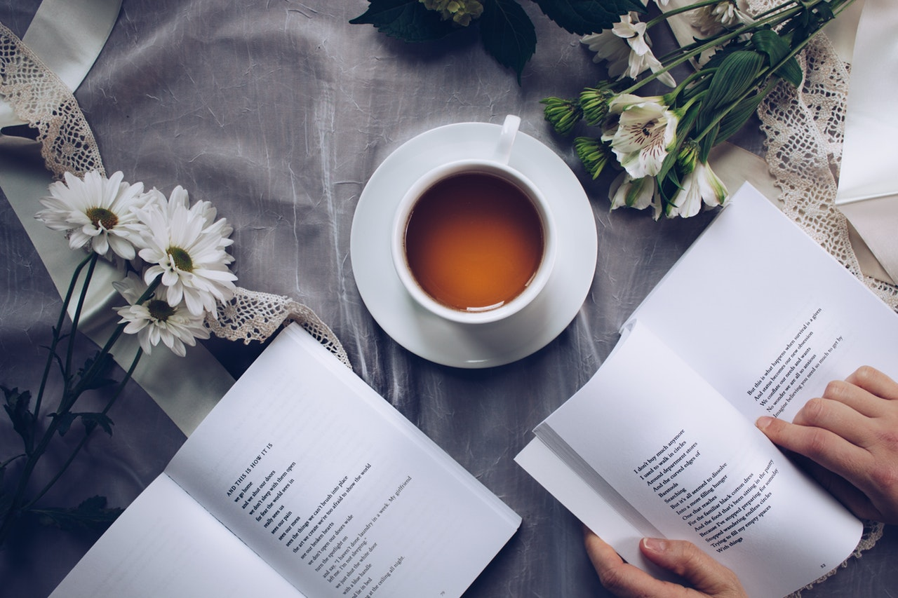 a cup of tea and open books/Best Books on Tea